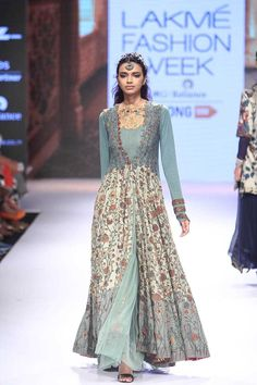 Divya Sheth at Lakmé Fashion Week Winter/Festive 2015 India Fashion Week, Lakme Fashion Week, Pakistani Outfits, Indian Outfits, Indian Clothes, Stylish Dresses, Fashion Dresses, Indian Gowns Dresses, Maxi Dresses