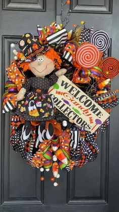 Halloween Front Doors, Halloween Mesh Wreaths, Halloween Door Hangers, Halloween Trees, Cute Halloween, Fall Wreaths, Halloween Crafts, Halloween Decorations, Halloween Magic