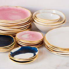 Lindsey Emery, pottery maker sent from heaven. Beautiful organic looking pottery plates and bowls with gold edges Ceramic Plates, Ceramic Pottery, Assiette Design, Cerámica Ideas, Decor Ideas, Boho Home, Decoration Table, Interior Inspiration, Interior Ideas