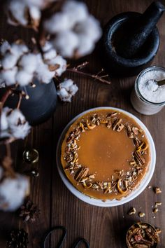 Banánový cheesecake so slaným karamelom | The Story of a Cake Caramel Pecan, Cheesecake Recipes, Pecan Cheesecake, Vegan Desserts, Cheesecakes, Food Styling, Winter Wonderland, Panna Cotta, Food Photography