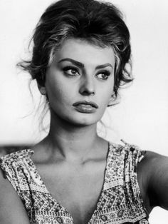 Sophia Loren - Classic beauty. Lovely thick brows and well defined eyes.
