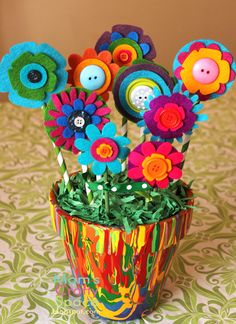 Bright and cheery felt flowers to go with our pour painted pots - yay! Flowers To Go, Button Flowers, Felt Flowers, Paper Flowers, Summer Crafts For Kids, Projects For Kids, Art For Kids, Craft Projects, Craft Ideas