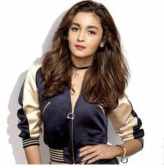 Alia looks so gorgeous Indian Celebrities, Bollywood Celebrities, Beautiful Bollywood Actress, Beautiful Actresses, Bollywood Stars, Bollywood Fashion, Alia Bhatt Varun Dhawan, Alia Bhatt Photoshoot, Aalia Bhatt