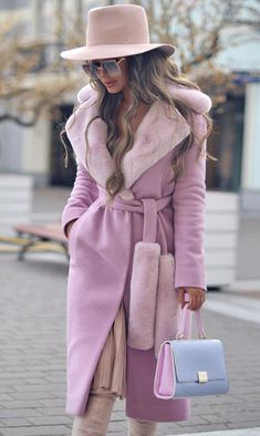 Mode Rose, Barbie Mode, Langer Mantel, Mode Chic, Looks Chic, Classy Chic, Coat Dress, Fur Coat Outfit, Hijab Outfit