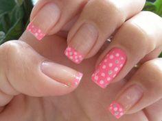 Hermosas uñas llenas de topitos   Decoración de Uñas - Manicura y NailArt