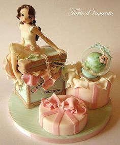 Normally don't like themed or character type cakes but this is so cute and pretty