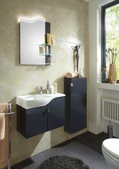 Elegantes Badezimmer: Waschbecken, Schrank und Spiegel mit Stil ...