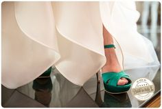 Emerald green bridal shoes, ph. by Lorenzo P. Tonucci #italianstyle #wedding http://www.brideinitaly.com/2013/10/tonuccipelagallina.html