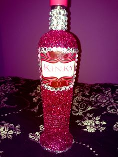 Dressing up liquor bottles for birthday presents. Friend Birthday, Birthday Bash, Girl Birthday, Birthday Parties, 21st Birthday Gifts For Best Friends, Birthday Stuff, Birthday Presents, Happy Birthday, Bedazzled Bottle