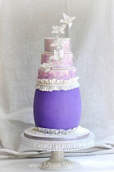 """Ludic"" - Purple wedding cake with white details"