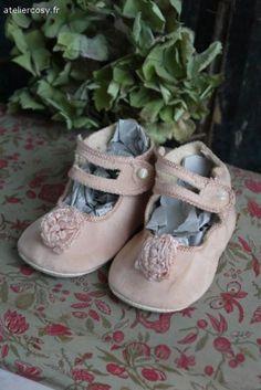 Anciennes chaussures d'enfant Brocante de charme atelier cosy.fr