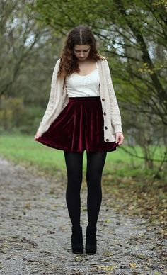 115 awesome winter women outfits ideas with flower – page 1 Burgundy Skirt Outfit, Maroon Outfit, Mini Skirt Outfit Winter, Legging Outfits, Velvet Mini Skirt, Casual Outfits, Fashion Outfits, Winter Stil, Look Vintage