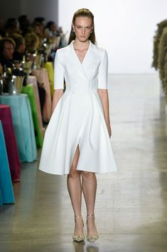 Badgley Mischka Spring 2019 Ready-to-Wear Fashion Show Collection: See the complete Badgley Mischka Spring 2019 Ready-to-Wear collection. Look 10 The complete Badgley Mischka Spring 2019 Ready-to-Wear fashion show now on Vogue Runway. New Fashion Clothes, Fashion Dresses, Spring Fashion Trends, Trendy Fashion, Retro Fashion, Couture Fashion, Runway Fashion, Fashion Fashion, Floral Fashion
