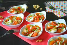 Hapje met mozzarella en tomaat Mozzarella, Surprise Recipe, Buffet, Party Snacks, High Tea, Food Inspiration, Tapas, Good Food, Brunch