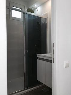 Renovat Garsoniera zona Titan-Minis Amenajari Garsoniere Minis, Bathroom Lighting, Mirror, Furniture, Design, Home Decor, Bathroom Light Fittings, Bathroom Vanity Lighting, Decoration Home