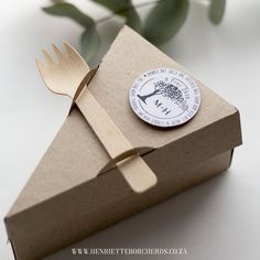 How cute is the wedding cake take away box Leafy inspiration hand stitched Pearl paper hessian covers paper flowers table number wedding cake box program borcherds borcherdsoriginals Cake Boxes Packaging, Baking Packaging, Dessert Packaging, Food Packaging Design, Brand Packaging, Coffee Packaging, Bottle Packaging, Coffee Shop Design, Cafe Design