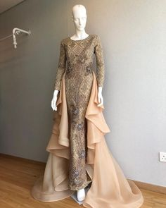 Ideas dress outfits navy for 2019 Muslimah Wedding Dress, Muslim Wedding Dresses, Muslim Dress, Bridesmaid Dresses, Prom Dresses, Wedding Bridesmaids, Dress Wedding, Dress Brokat, Kebaya Dress