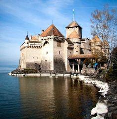 Découverte du château de Chillon sur les rives du lac Léman, à proximité de la ville de Montreux