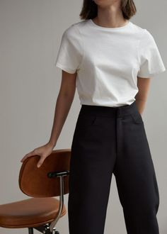 Minimalist outfit for everyday. Style Outfits, Mode Outfits, Casual Outfits, Fashion Outfits, Fashion Tips, Fashion Trends, Fashion Clothes, Clothes Women, Normcore Outfits