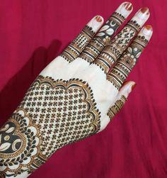 No photo description available. Mehndi Desgin, Mehndi Design Photos, Dulhan Mehndi Designs, Latest Mehndi Designs, Bridal Mehndi Designs, Henna Mehndi, Henna Designs, Step By Step Henna, Wedding Henna