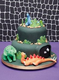What a great cake for a prehistoric-themed party! Learn how to model these dinosaurs and more with Jan Clement-May.