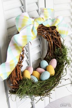 DIY Egg Wreath: Simple Easter Decor – Consumer Crafts - Sites new Easter Crafts For Kids, Crafts To Do, Bunny Crafts, Couronne Diy, Diy Osterschmuck, Easy Diy, Easter Egg Basket, Easter Table, Easter Party