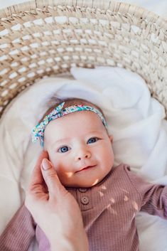 Newborn headband bows for your baby girl. The Petal Bow and Retro Knot Bow are handmade by women in the USA and made to fit your baby comfortably yet securely. Baby Girl Blue Eyes, Blue Eyed Baby, Cute Baby Girl, Baby Girl Newborn, Cute Babies, Baby Baby, Baby Pictures, Baby Photos, Foto Baby
