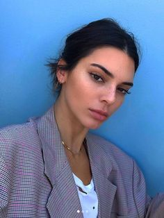 Kendall Jenner's relationship with the bangs is slightly sophisticated. Kendall and his rivets, who're like a few lovers of peace, have been experiencing their second spring. Kendall And Kylie, Kendall Jenner Outfits, Kendall Jenner Make Up, Kendall Jenner Estilo, Kris Jenner, Kendall Jenner Selfie, Kendall Jenner Instagram, Kendall Jenner Without Makeup, Kendall Jenner Eyebrows