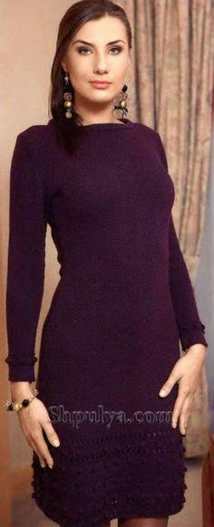 Платье цвета баклажан с рельефным низом