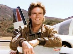 In an interview with Richard Dean Anderson —star of the hit show MacGyver —he said he is not proud of the USA's gun culture. Macgyver Tv, Angus Macgyver, Val Kilmer, Macgyver Original, Macgyver Richard Dean Anderson, In Memory Of Dad, Classic Tv, Digimon, Movies