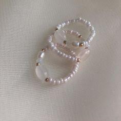"""37 次赞、 2 条评论 - 미싱지 (@missing.g_official) 在 Instagram 发布:""""실물못담는 원석반지❣️ 사이트에 업데이트되었습니당 #미싱지 #원석반지 #핸드메이드"""" Diy Beaded Rings, Wire Jewelry Rings, Handmade Wire Jewelry, Bead Jewellery, Cute Jewelry, Crystal Jewelry, Beaded Jewelry, Jewelery, Beaded Necklace"""