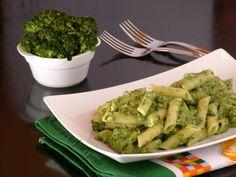 Pasta cremosa con broccoli Ricetta primo piatto vegetariano leggero e facile da realizzare con crema di broccoli e pesto di basilico.