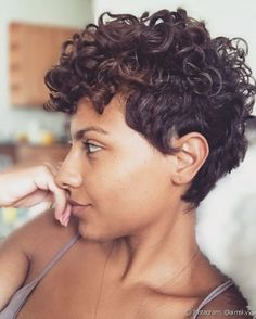 82 fantastic hairstyle tutorials for naturally curly hair - Hairstyles Trends Short Natural Curly Hair, Curly Hair Cuts, Black Curly Hair, Wavy Hair, Short Hair Cuts, Curly Hair Styles, Natural Hair Styles, Short Curly Haircuts, Pixie Hairstyles
