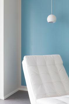 Kauniin sininen efektiseinä on maalattu Siroplast 7 -maalilla #asuntomessut…