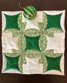 The 45 best Quilts - Japanese Folded Patchwork Patterns, Quilt Block Patterns, Pattern Blocks, Quilt Blocks, Origami Quilt, Fabric Origami, Cathedral Window Quilts, Cathedral Windows, Circle Quilts