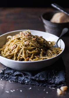 Spaghettis au pesto d'amandes grillées - Recette   Trois fois par jour