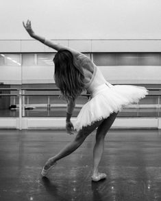 "Claire Calvert on Instagram: ""🩰 Monday 🩰 . . . #clairecalvert #royalballet #royaloperahouse #ballerina #tutu #ballet #bloch #karolinakuras #photoshoot #shot #camera…"" Royal Ballet, Ballerina Tutu, Ballet Photos, Dance Pictures, Photoshoot Inspiration, Ballet Dancers, Claire, Opera House, Instagram"
