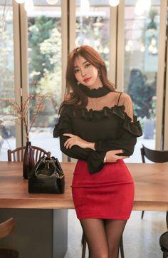 Seo An Rin red skirt #koreanmodel #koreanbeauty #koreanfashion #model #beauty #fashion Red Skirts, Short Skirts, Tumblr, Pantyhose Legs, Korean Model, Hot Outfits, Tight Dresses, Office Wear, Fitness Fashion