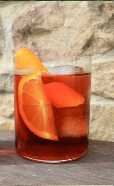 THE NEGRONI || A classic gin cocktail. Recipe at the link.