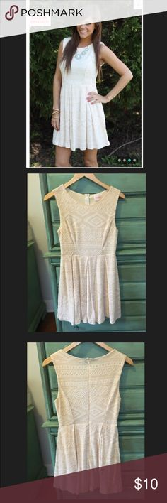 Mint Julep Boutique's Aztec Ivory-Peach Dress Brand: moon. Store: mint julep boutique. Size small. In great condition. Zipper in the back. Light dress liner underneath. Moon Dresses Mini