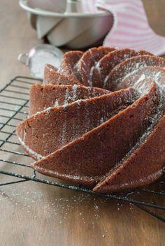 Bundt cake de pan de jengibre y cerveza negra