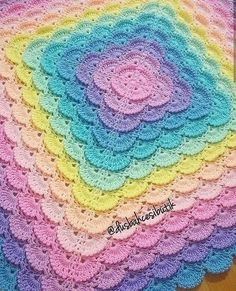Our goal is to keep old friends, ex-classmates, neighbors and colleagues in touch. Crochet Motif, Diy And Crafts, Blanket, Instagram, Anastasia, Dresses For Babies, Pictures, Bebe, Mantas Crochet