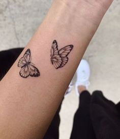 Simple Butterfly Tattoo, Butterfly Tattoos For Women, Wrist Tattoos For Women, Butterfly Tattoo Designs, Tattoos For Women Small, Bicep Tattoo Women, Beautiful Small Tattoos, Bff Tattoos, Dainty Tattoos