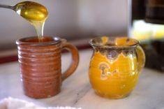 Tento muž si každoročně vyrábí svůj vlastní med; až zjistíte z čeho, nebudete věřit vlastním očím!