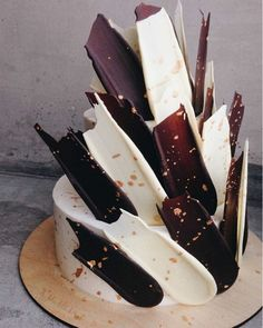 Black and White Brushstroke Cake Food Cakes, Cupcake Cakes, Cake Fondant, Pretty Cakes, Beautiful Cakes, Amazing Cakes, Brushstroke Cake, Types Of Cakes, Drip Cakes