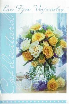 Verjaardagskaart voor vrouwen:  Een fijne verjaardag! Floral Wreath, Wreaths, Table Decorations, Paper Board, Floral Crown, Door Wreaths, Deco Mesh Wreaths, Floral Arrangements, Garlands