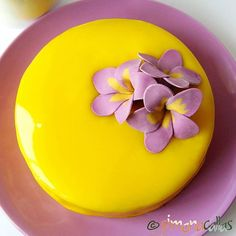Lemon Blackberry Entremet - a beautiful yellow&purple colored and wonderful flavored dessert Fancy Desserts, Raw Desserts, Lemon Desserts, Just Desserts, Mini Mousse, Lemon Mousse, Mousse Cake, Entremet Cake, Entremet Recipe