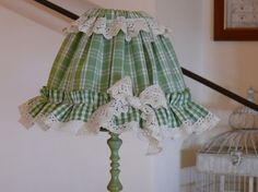 oggi vediamo come fare il paralume verde, con rouche, dell'ultimo p. Today we will see how to make the green lampshade with ruffles from the last post. Lamp Shade Frame, Green Lamp Shade, Floor Lamp Shades, Table Lamp Shades, Wooden Lampshade, Lampshades, Tea Cup Lamp, Shabby Chic Picture Frames, Shabby Chic Lamps