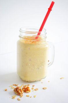 Yes, over een paar dagen is het officieel zomer en deze smoothie past daar echt perfect bij! Lekker fris, licht en verkoelend. Je kan deze smoothie natuurlijk opdrinken als ontbijt of bewaren voor de lunch, maar misschien is dit juist wel een heel lekker vullend tussendoortje voor onderweg.