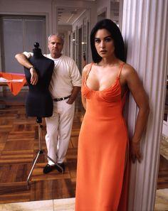 Monica Bellucci y Gianni Versace, 1995